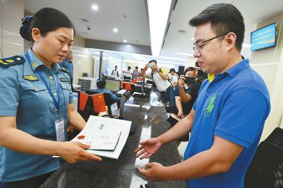 济南首批5家网约车平台领证