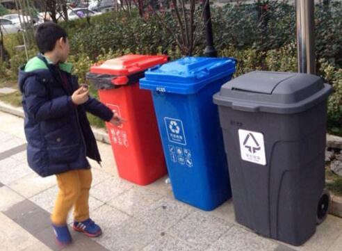 垃圾分类管理要两手抓方能有效