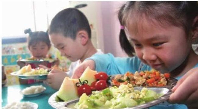 """营养餐变素面条谁""""偷吃""""了孩子们的饭?"""