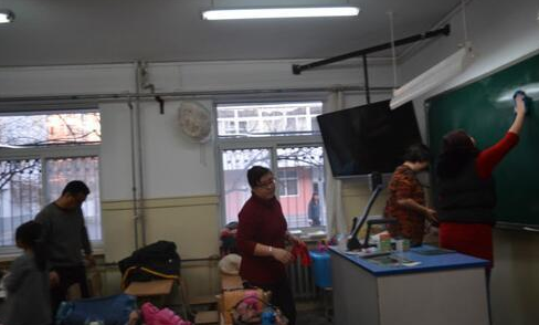 家长请钟点工打扫教室是教育的短视