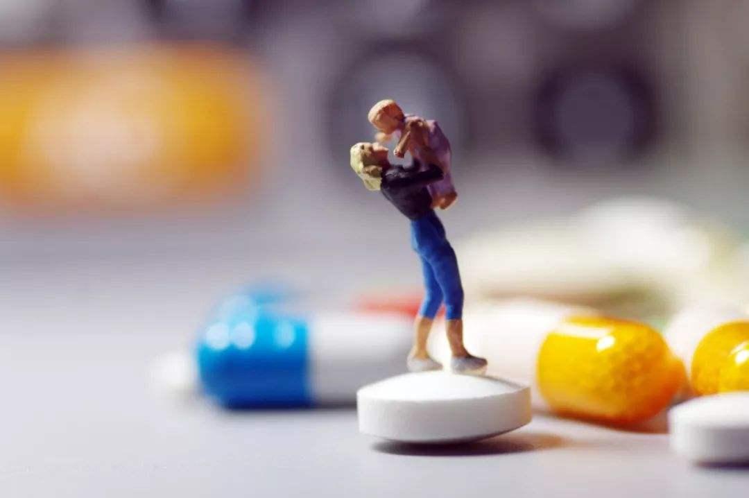 """不再按假药论处:""""药神""""和患者之福"""