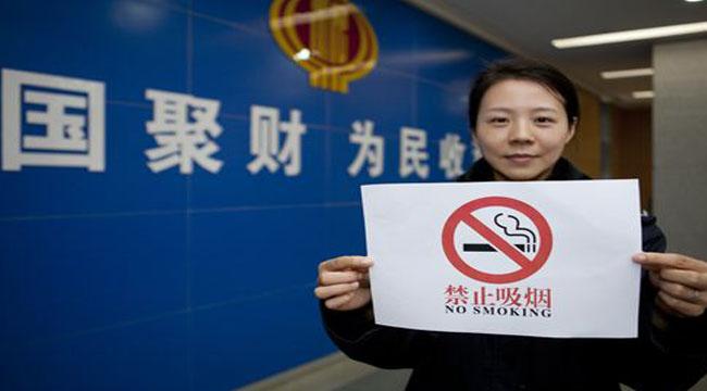 """机关单位禁烟,要敢于""""刀刃向内"""""""