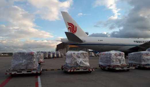 """民航局组织航空公司""""跨境接力"""" 安全高效完成16台ECMO紧急运输任务"""